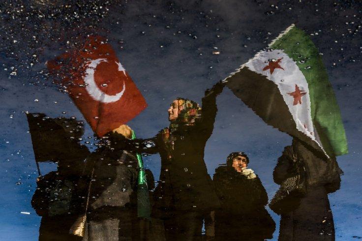 TOPSHOT-TURKEY-SYRIA-AID