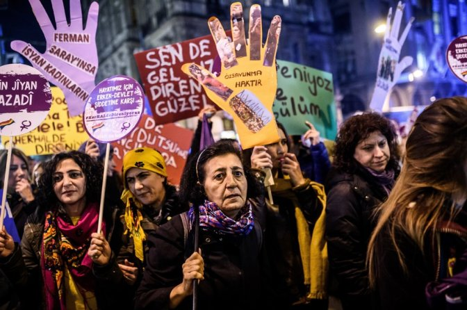 TOPSHOT-TURKEY-POLITICS-WOMEN-RIGHTS-DEMO